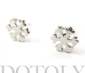 Simple Snowflake Shaped Star Stud Earrings in Silver