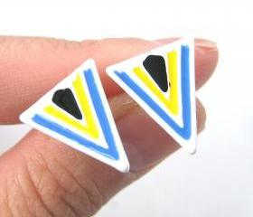 Aztec Arrow Shaped Geometric Arrowhead Stud Earrings in White