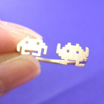 Atari Space Invaders Alien Pixel Adjustable Ring in Gold